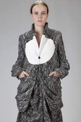 long jacket in black and white polyester and rayon graffito on a velvet effect base  - 281