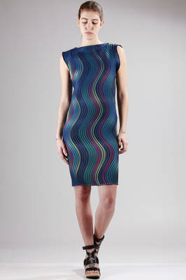knee-length dress made with the new polyester pleating 'Baked Stretch' with horizontal multicolour waves stripes  - 47