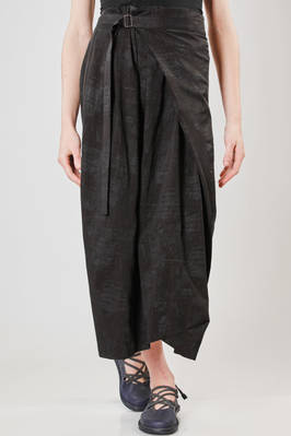 long skirt in light cotton cloth with tone on tone texture with 'burns' effect  - 292