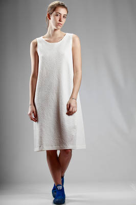 knee length dress in polyester and cotton cloth with small rhombus embossing  - 123