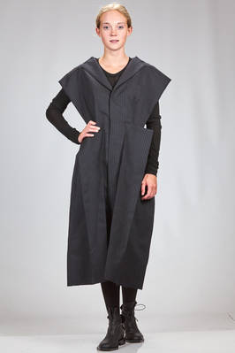 long 'sculpture' robe-manteaux in striped wool and polyester, cupro lined  - 74