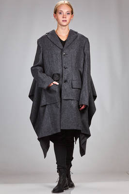 asymmetrical coat in barbed wool, cupro lined, the back shaped as a cape  - 74