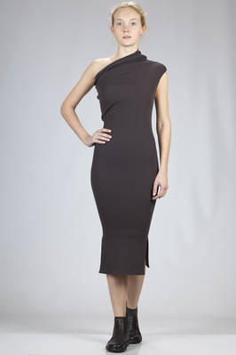calf length slim fitted dress in ribbed knitting of viscose and polyester  - 120