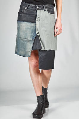 short and asymmetrical skirt with a base in a cotton stretch denim, black polybutylene terephthalate and parts in polyamide  - 120