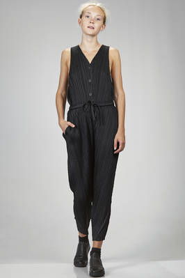 trousers dungarees in polyester plissé with narrow diagonal pleats  - 111