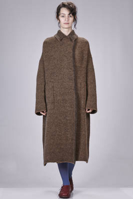 long and wide coat in double knit of wool, polyamide, yak, mohair and elastane with herringbone fabric effect  - 227