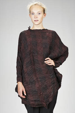 wide calf length tunic in diagonal parallel pleated polyester froissé with shaded tone-on-tone squares  - 123